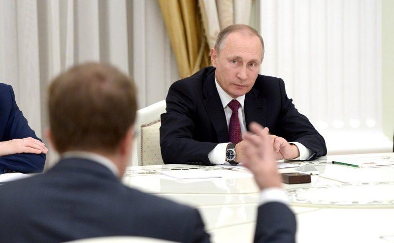Владимир Путин огорчился, услышав, какую зарплату получает учитель