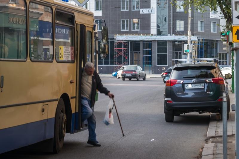 автобус и старик