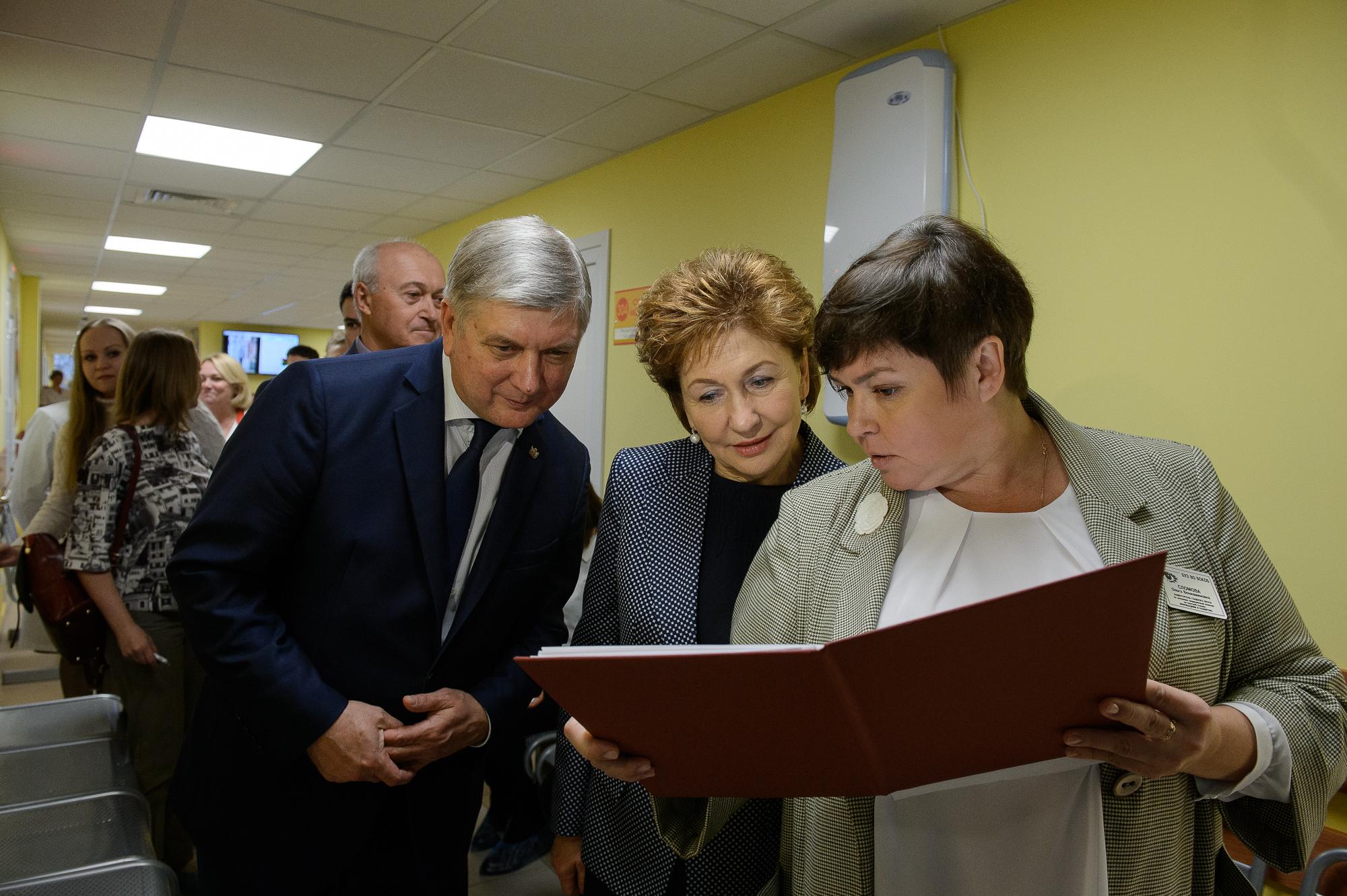 Праздник новой поликлиники, на чью недоступность жаловались воронежцы, показали сенатору Галине Кареловой
