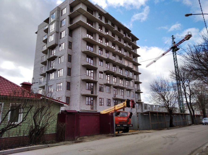 За ними - будущее. Как в Воронеже на месте старых одногоэтажных домов возводят новостройку