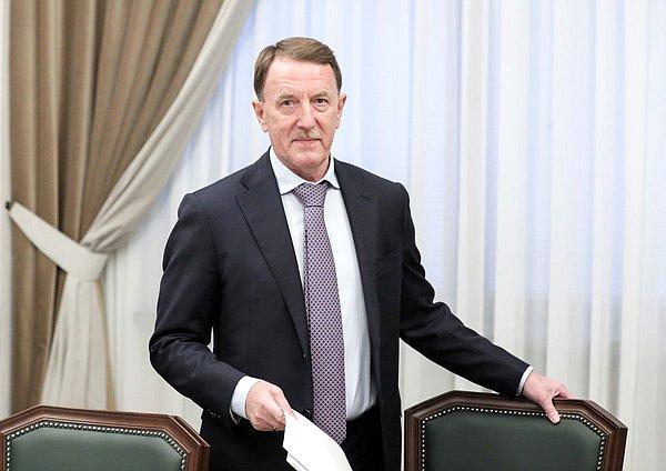 Госдума опубликовала свежие фото вице-спикера Алексея Гордеева