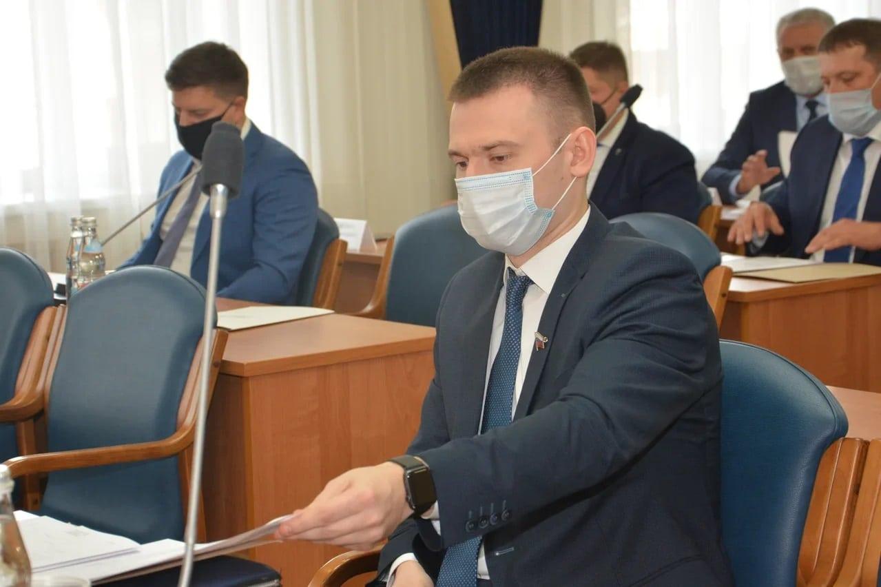 Хирург и спортсмен - кто будет в городской Думе рулить комиссией по образованию