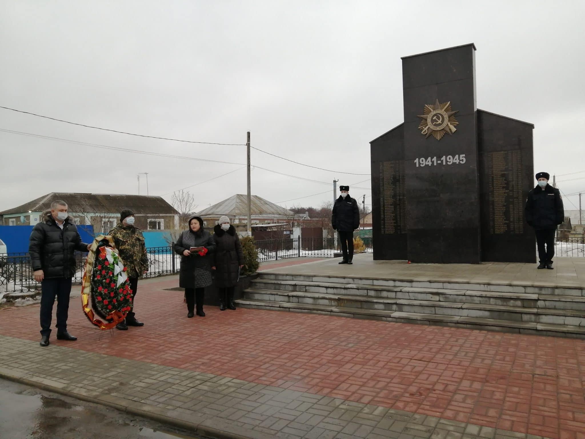 Депутаты команды ДСК почтили память солдат-героев, павших в боях за город