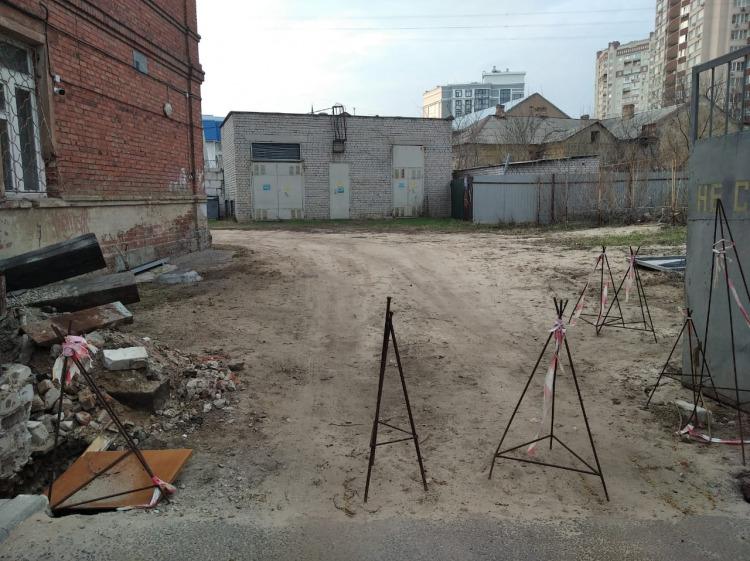 Четырехэтажная конфетка и заброшенный пустырь: что происходит на Пушкинской, где запретили строить офисный центр
